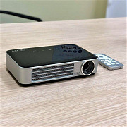 Rent a pocket projector Vivitek Qumi Q6